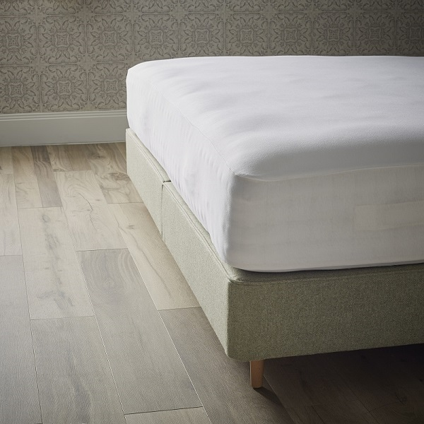 Organic Cotton Waterproof Fitted Sheet - White